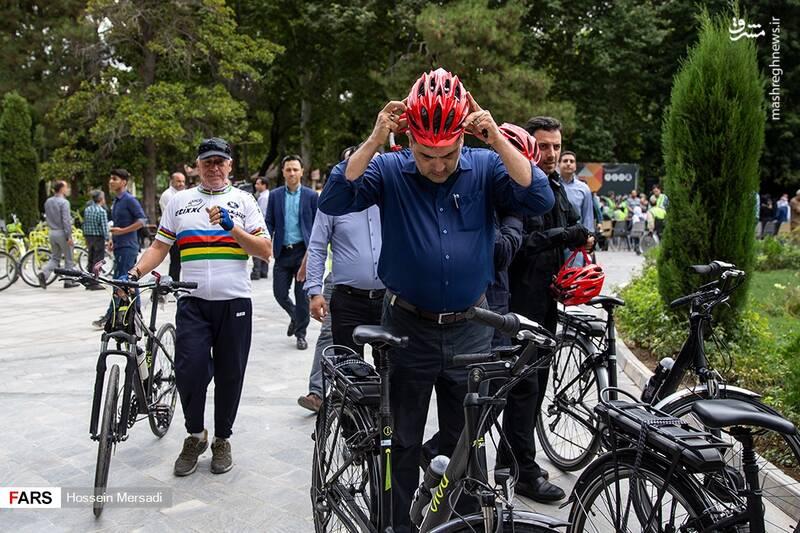 دوچرخه سواری شهردار تهران با معلولان +عکس