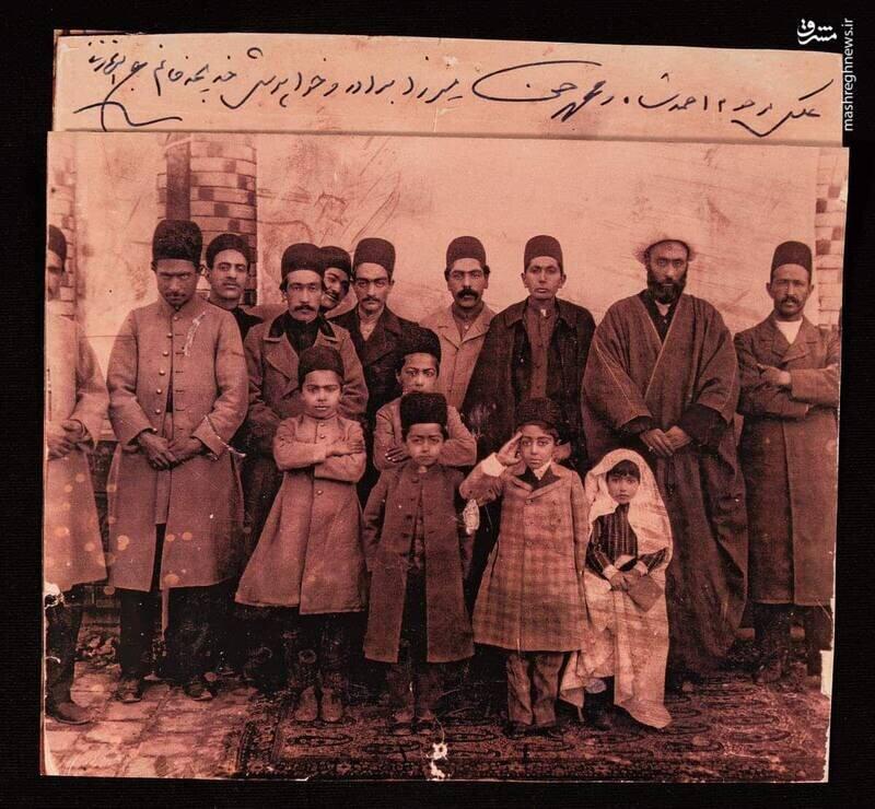 احمدشاه قاجار با اهل منزل + عکس