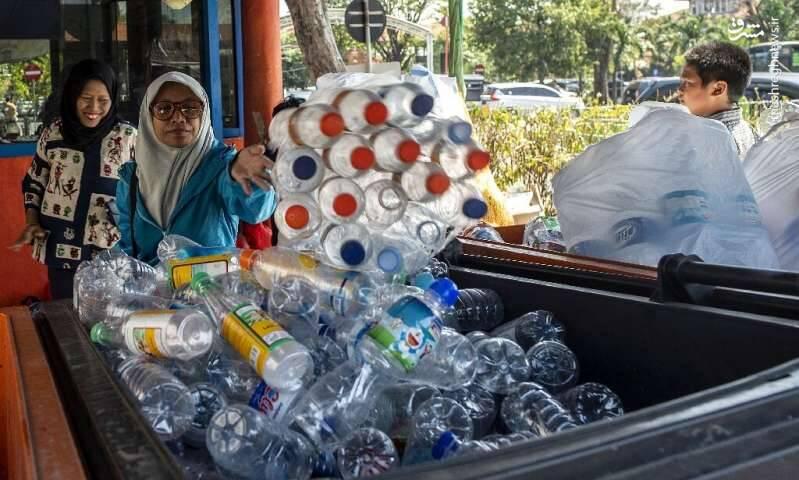 اتوبوسی که به جای بلیط ضایعات پلاستیکی میگیرد +عکس