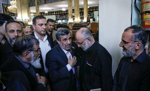 احمدی نژاد همراه دوستانش در مراسم ختم +عکس