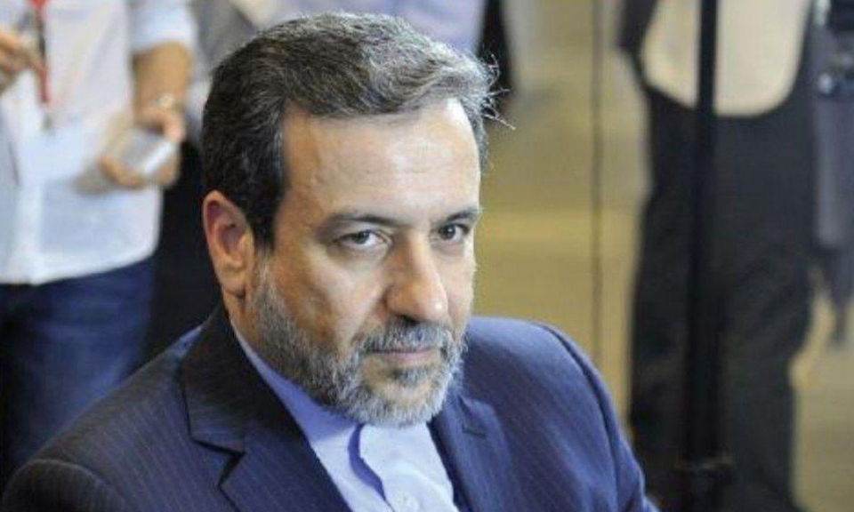 عباس عراقچی با صورت پوشیده در پیاده روی اربعین +عکس