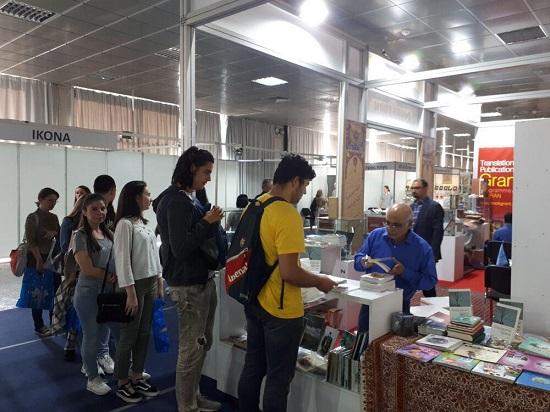 صربستانیها در صف خرید رمان مشهور ایرانی +عکس