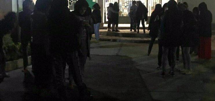 دانشجویان وحشت زده از زلزله در حیاط خوابگاه دانشگاه زنجان +عکس
