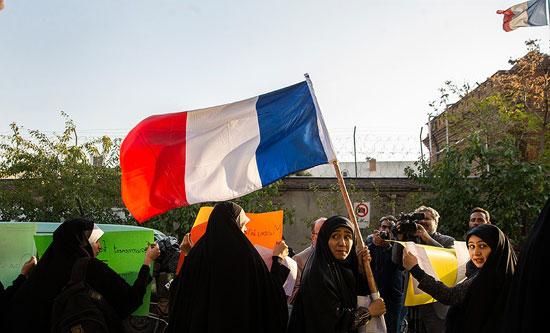 تجمع دانشجویان بسیجی در حمایت از جلیقهزردها +عکس