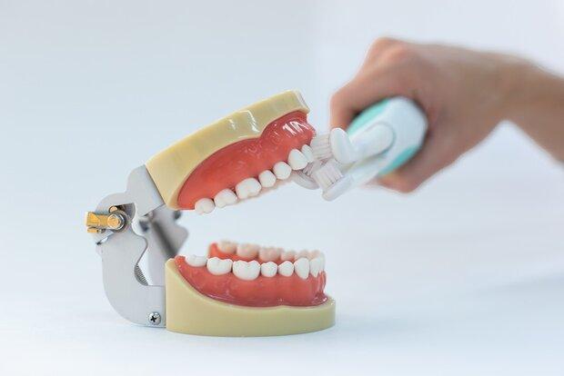 مسواکی که در ۵۰ ثانیه دندان ها را تمیز میکند