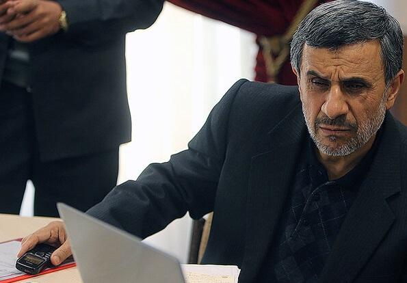 گوشی فوق ساده محمود احمدی نژاد! +عکس
