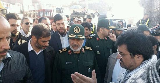 فرمانده سپاه در جمع مردم زلزلهزده +عکس