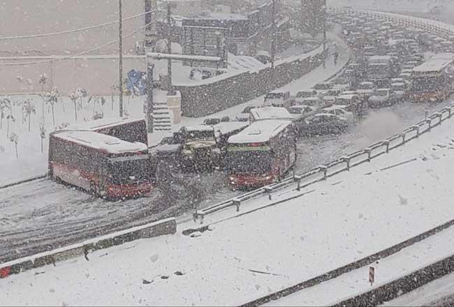تصادف زنجیرهای در تهران در پی بارش برف +عکس