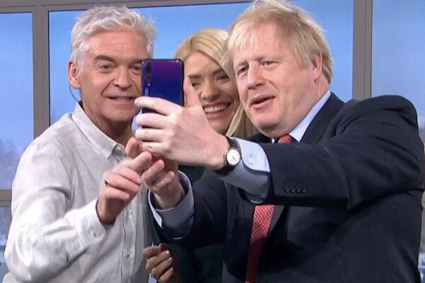 گوشی هواوی نخست وزیر انگلیس جنجالی شد +عکس