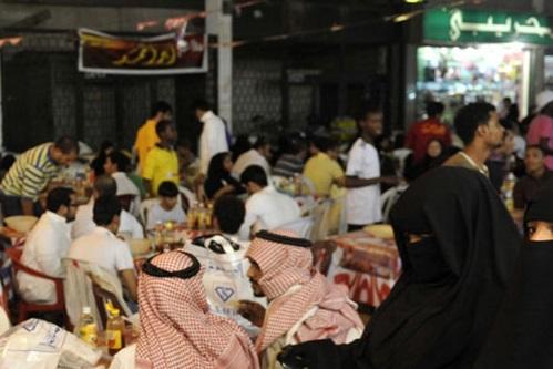 پایان تفکیک جنسیتی در رستورانهای عربستان +عکس
