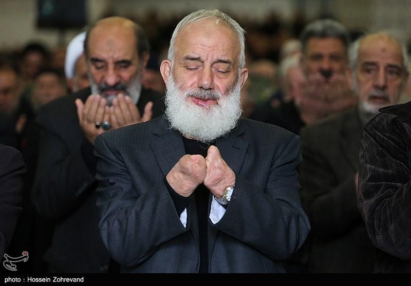 حالت خاص معنوی یک نمازگزار در نماز جمعه تهران +عکس