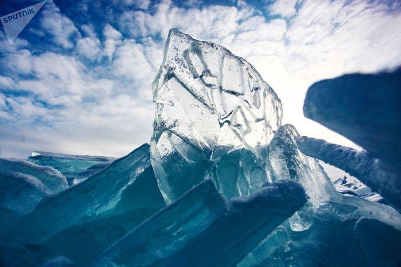 تصاویری شگفت انگیز از یخهای دریاچه +عکس