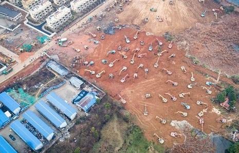 ساخت بیمارستان ١٠٠٠ تخته در چین در یک هفته +عکس