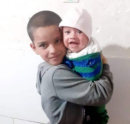 تصویر کودک فوت شده بر اثر حمله سگهای ولگرد +عکس