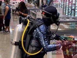 لباسهای عجیب مردم برای  کرونایی نشدن +عکس