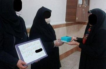اهدای گوشی به دانشآموز بیبضاعت سوژه شد+عکس