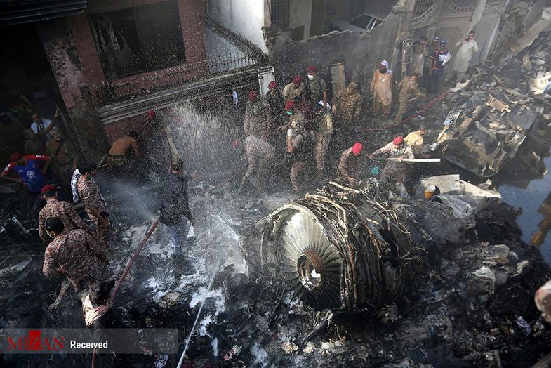 از هواپیمای مسافربری پاکستان چیزی باقی نماند+عکس