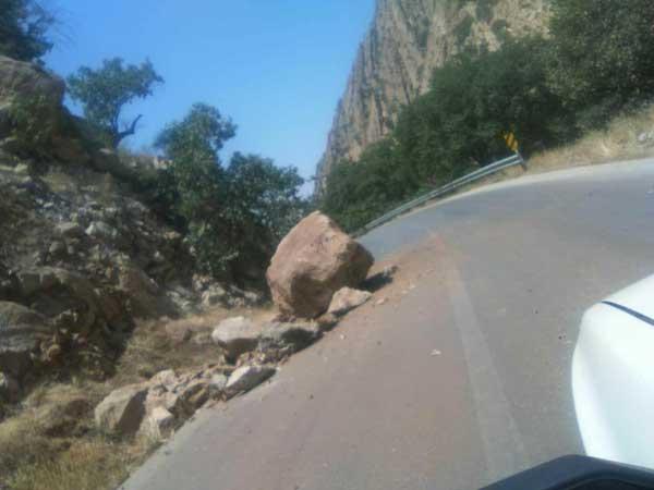 ریزش کوه  در گچساران بر اثر زلزله+عکس