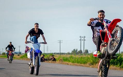 تفریحات مرگبار  جوانان بوشهری با موتورسیکلت +عکس