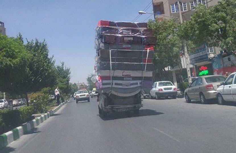 حمل بار عجیب با پیکان وانت در مشهد+عکس