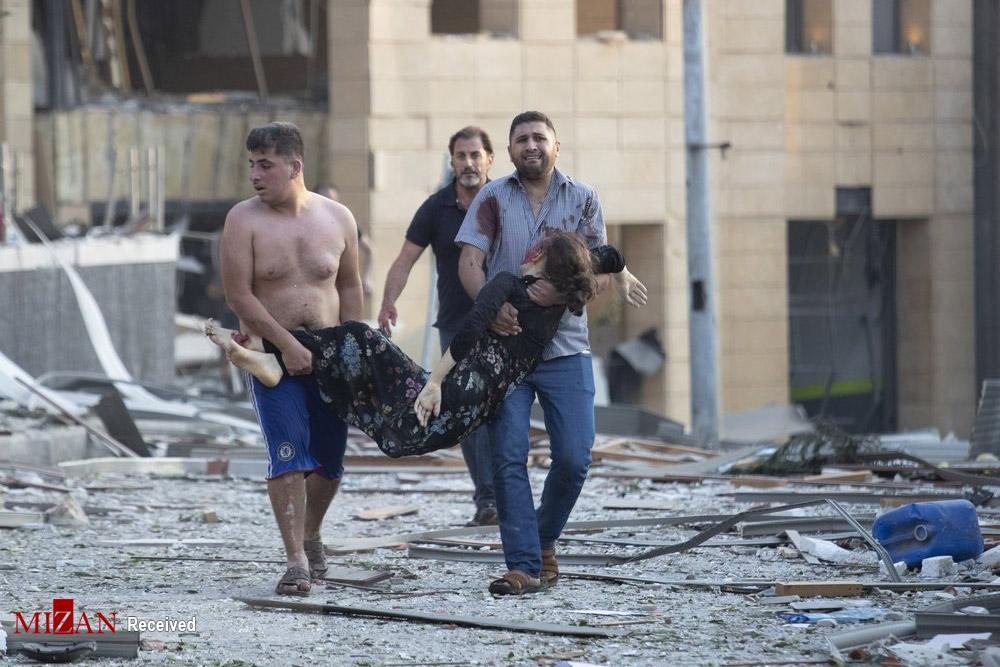 تصاویر تلخ از انتقال زن مجروح پس از انفجار بیروت+عکس