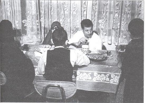 مرحوم هاشمی رفسنجانی و خانواده دور میز صبحانه+عکس