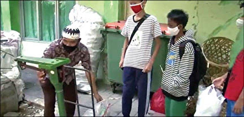 زباله فروشی  غم انگیز دانش آموزان +عکس