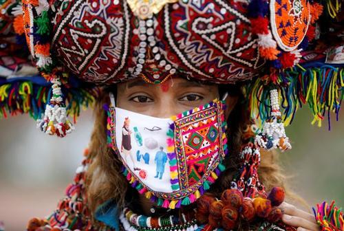 ماسک جالب زن محلی هندی+عکس