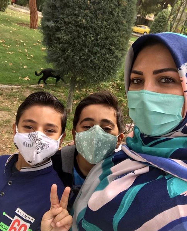 مجری زن شبکه خبر و پسرانش در پارک+عکس