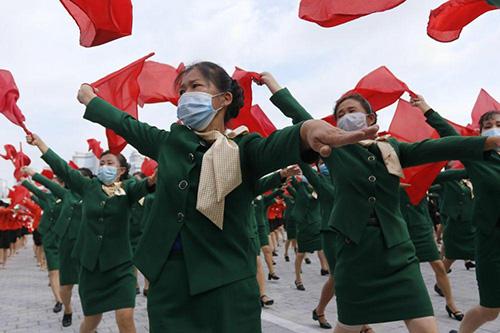 رژه متفاوت زنان در کره شمالی+عکس