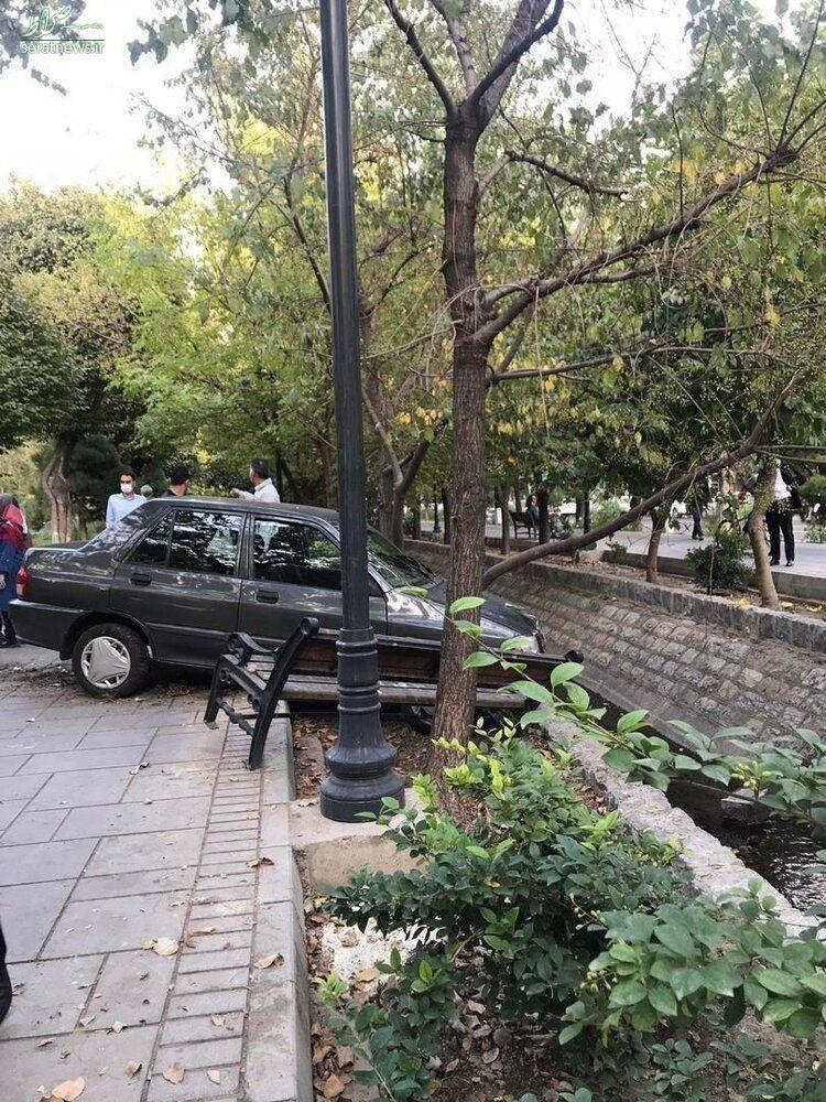 تصادف عجیب در بلوار کشاورز تهران +عکس