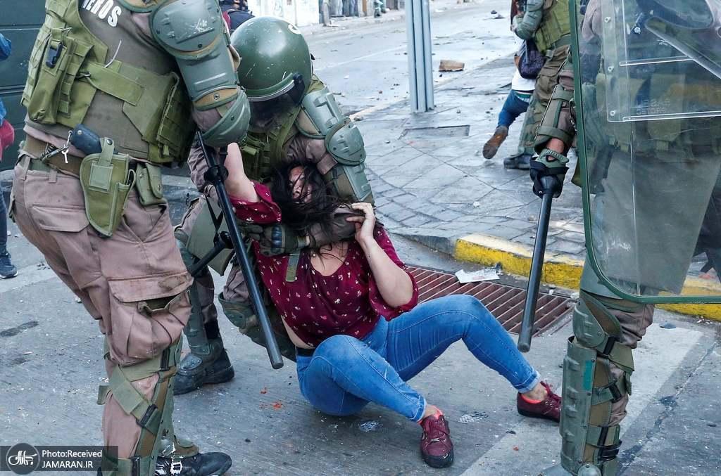 شیوه دردناک بازداشت زن معترض+عکس