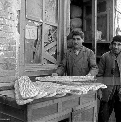 نانوایی بربری در تهران ۱۳۳۰ +عکس