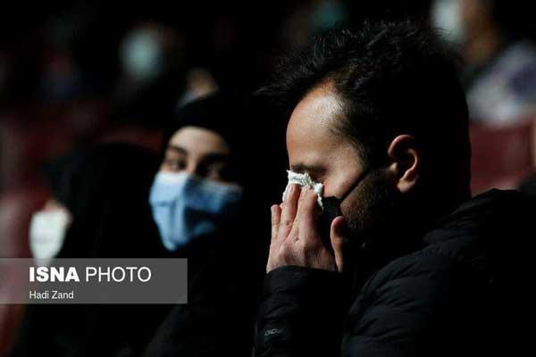 اشکهای پسر سردار سلیمانی در مراسم رونمایی از تندیس+عکس
