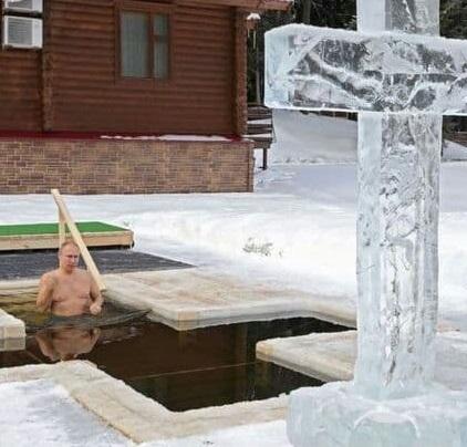 شنای پوتین در دمای منفی ۱۵ درجه +عکس