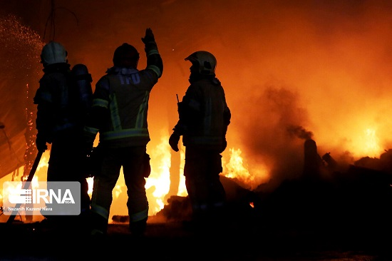 آتش سوزی بزرگ در انبار باربری شوش+عکس