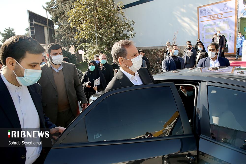 خودرو جهانگیری در هنگام بازدید از نمایشگاه+عکس