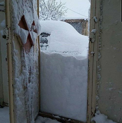 روستایی در لرستان که زیر برف دفن شد+عکس