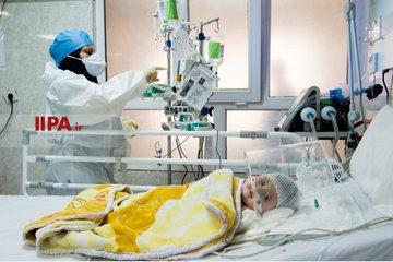 تصاویر دردناک از بستری کودکان مبتلا به کرونا در تهران+عکس