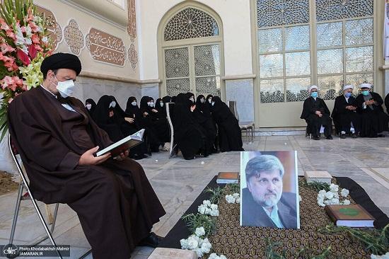 سید حسن خمینی در خاکسپاری دایی اش+عکس