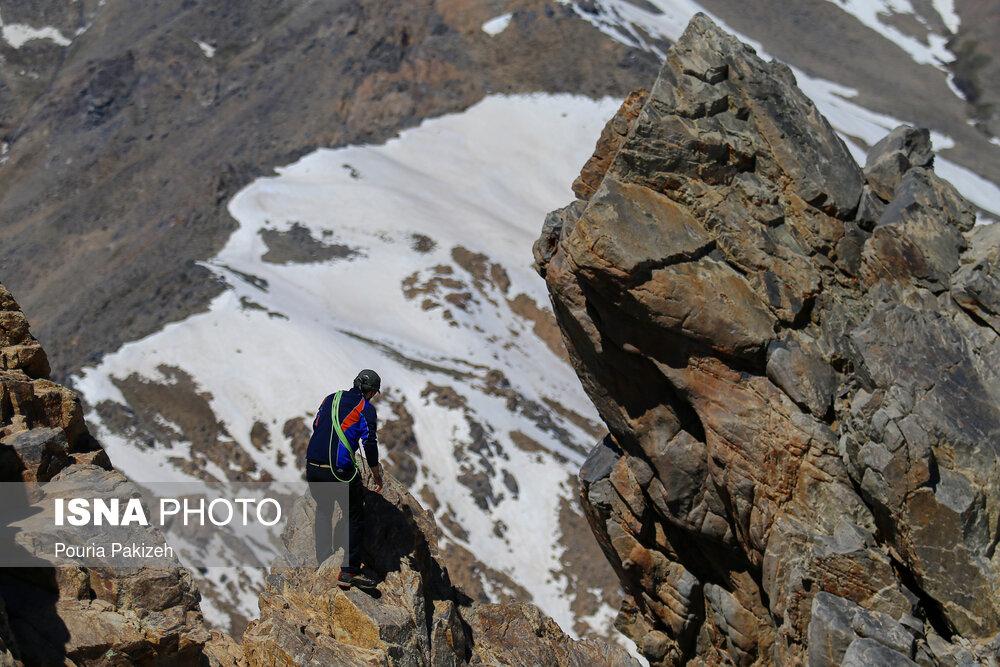 قله کلاغ  لانه  همدان
