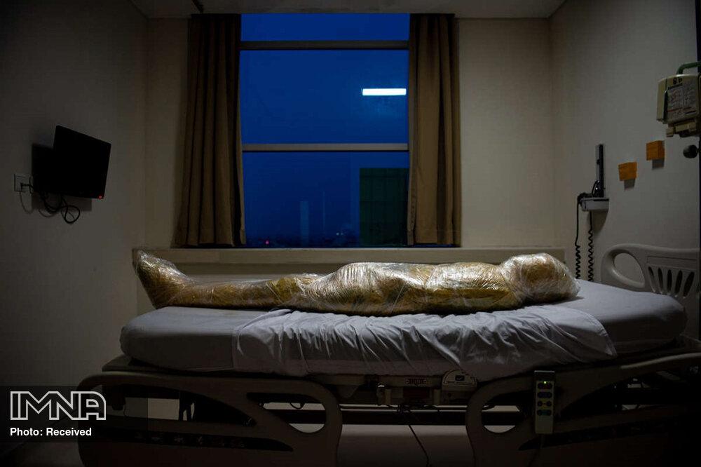 حرکت زشت روی جسد یکی از فوتی های کرونا+عکس
