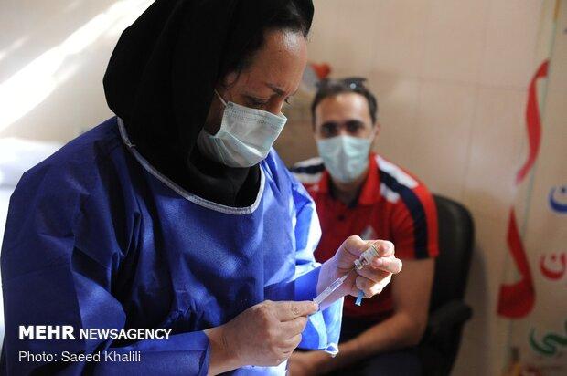 دانشجویان علوم پزشکی شهیدبهشتی واکسن کرونا دریافت می کنند