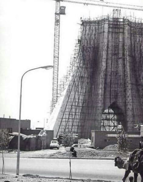 تصویر قدیمی از برج آزادی در حالت ساخت+عکس