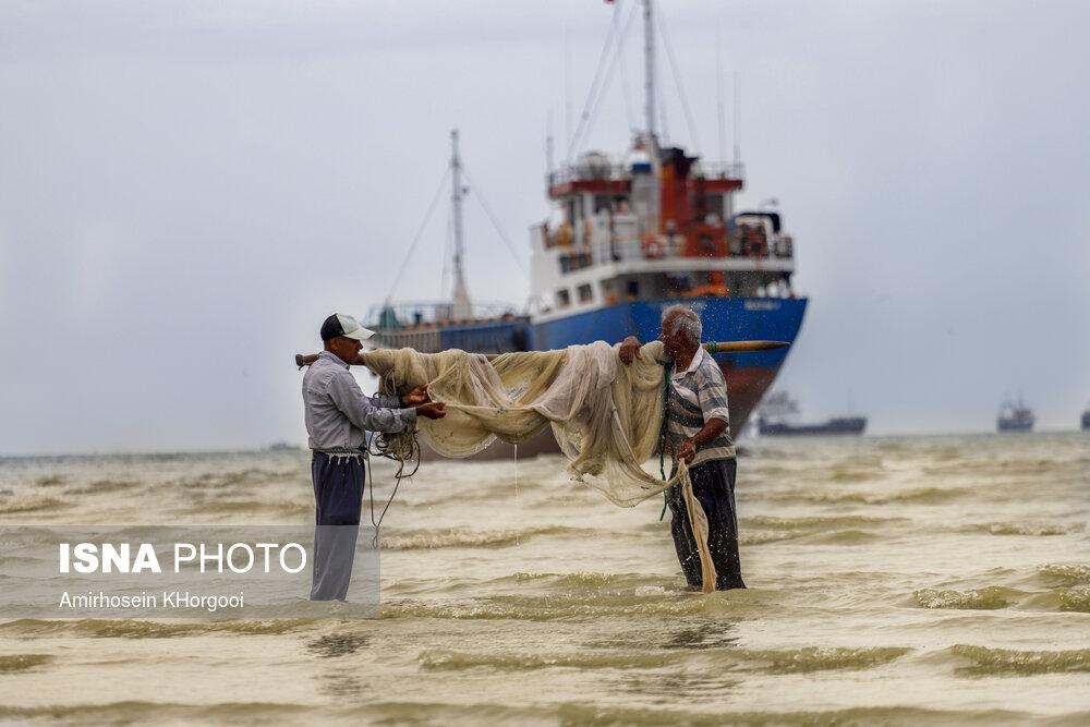 خلیج زیبای فارس - صید ماهی به روش سنتی در ساحل بندرعباس
