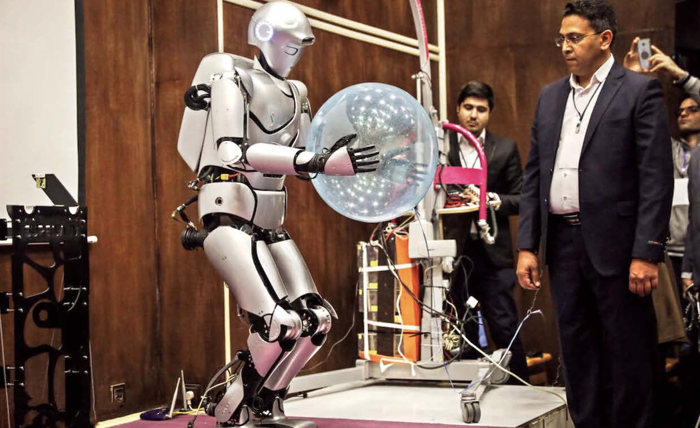 حضور  سورنا در جمع ۱۰ ربات برتر سال ۲۰۲۰