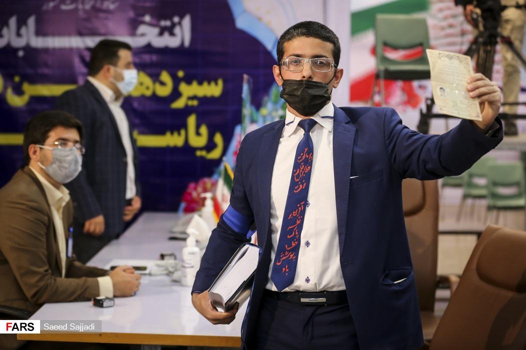 تیپ عجیب یک کاندید جوان برای انتخابات +عکس