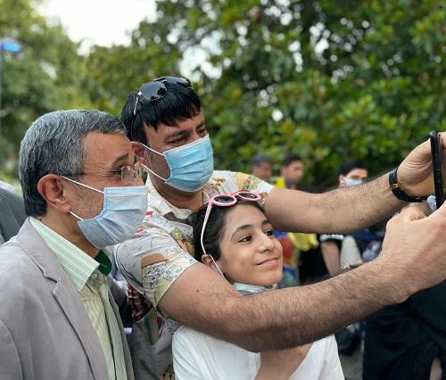 واکنش مردم پس از دیدن احمدی نژاد در پارک+عکس