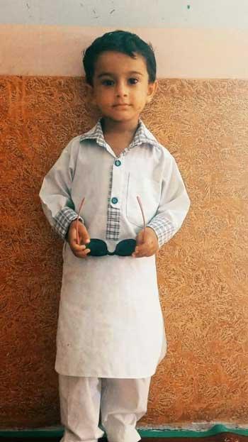 تصویر تکان دهنده از کودک سیستانی که قربانی هوتگ شد+عکس
