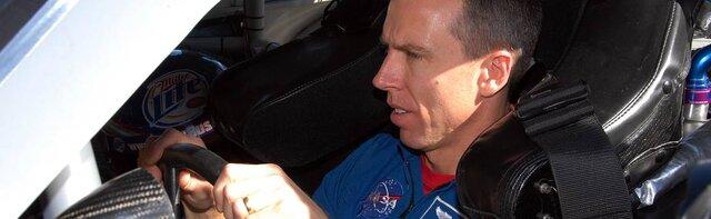 لباس فضانوردان در رقابتهای اتومبیلرانی